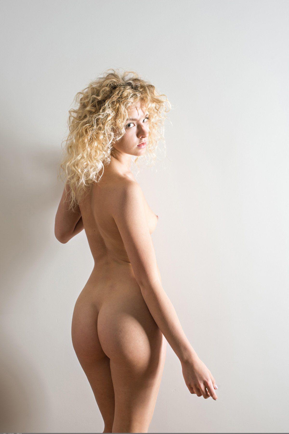 Curly Blonde Hair Girl Nude